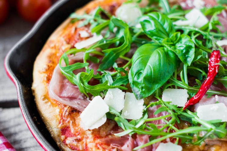 Pan Pizza – meine neue Pizzaliebe mit Rucola und zartem Parmaschinken…