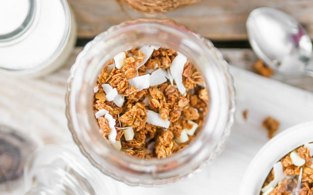 Schoko-Kokos Granola – ein Frühstück, das mich an Urlaub erinnert…