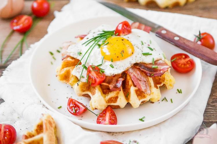 Cheddar Frühstückswaffeln – ganz schön tasty in den Waffelsonntag…